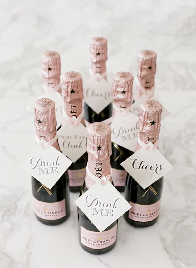 Awesome-Wedding-Favors-Your-Guests-Will-Actually-Want2